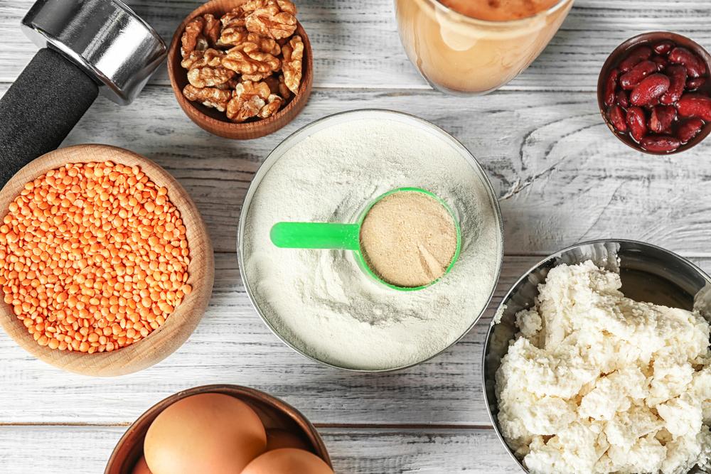 たんぱく質を含む食材とプロテイン