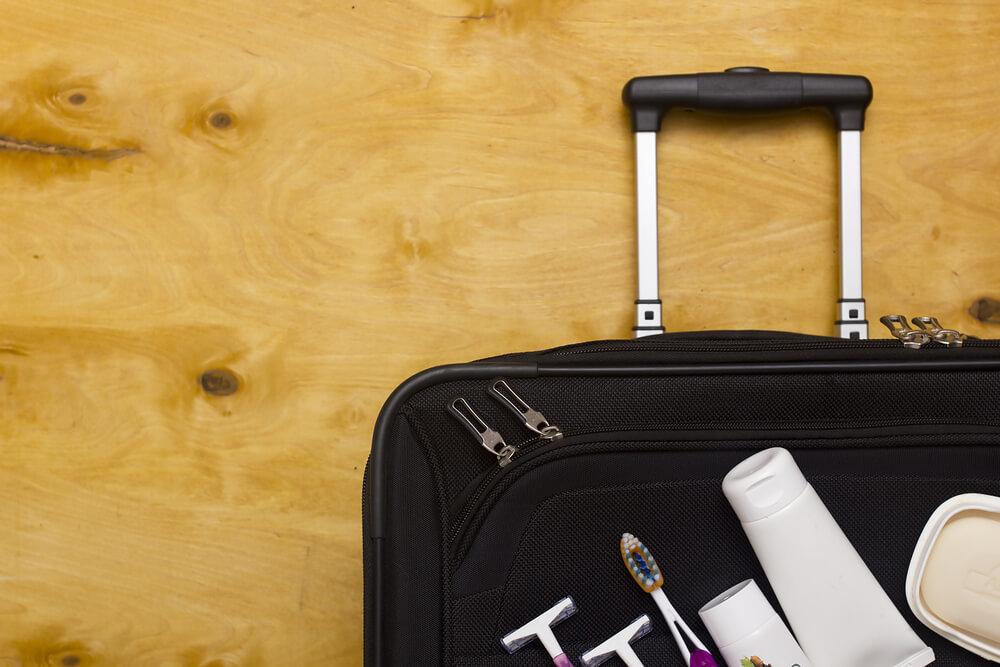 スーツケースとトラベルセット