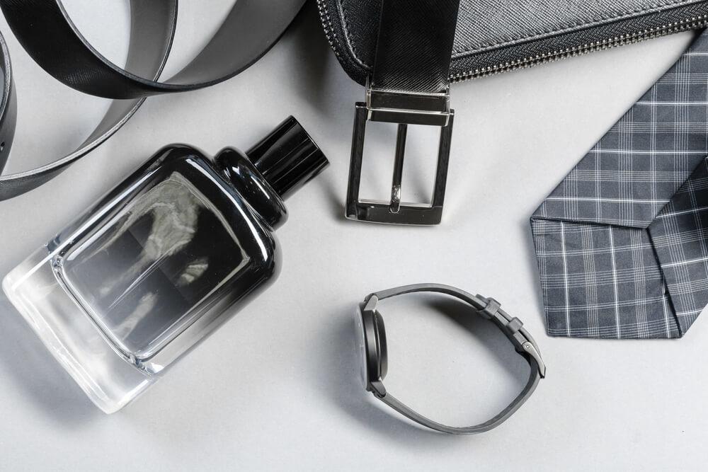 男性用のネクタイ・時計・香水など