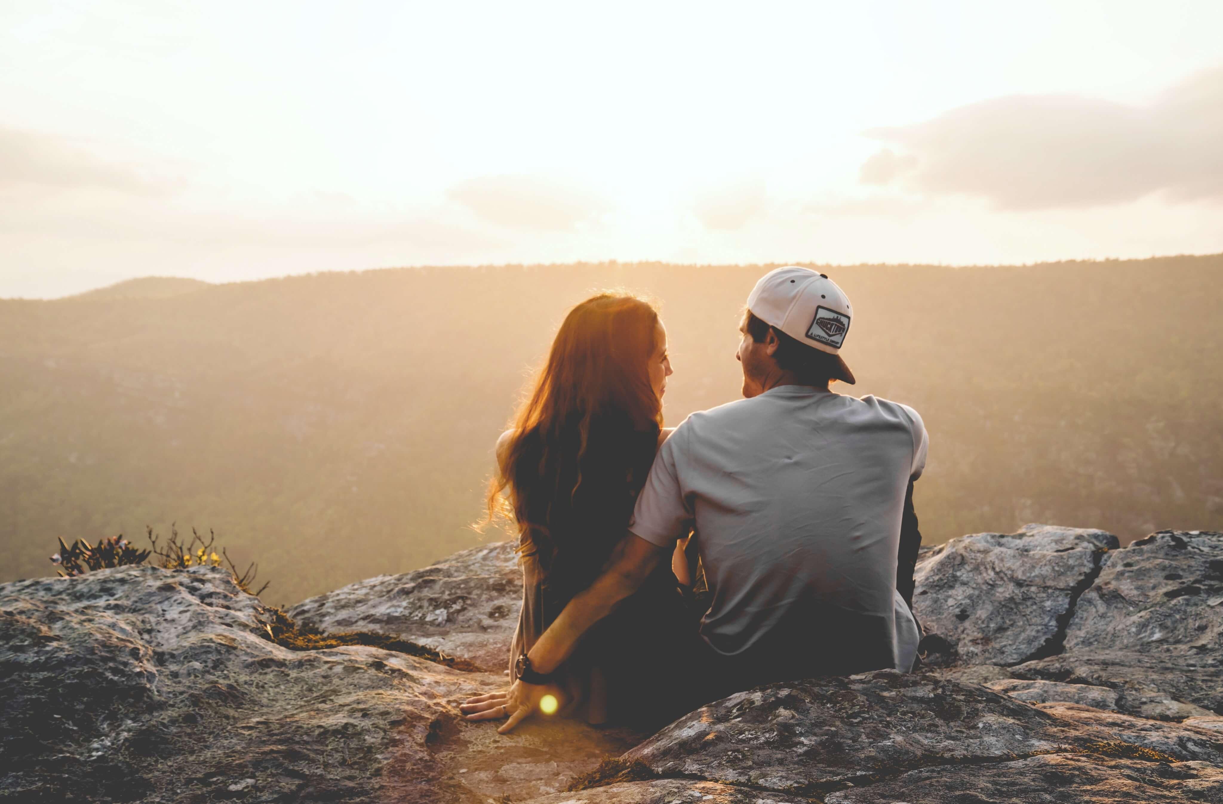 沈黙は避けたい…好きな人とのデート中に盛り上がる話題とは?