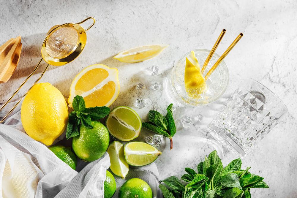 柑橘系の果物とミント