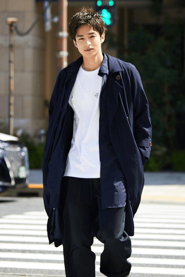 狩野健斗 ファッション トレンチコート 白T