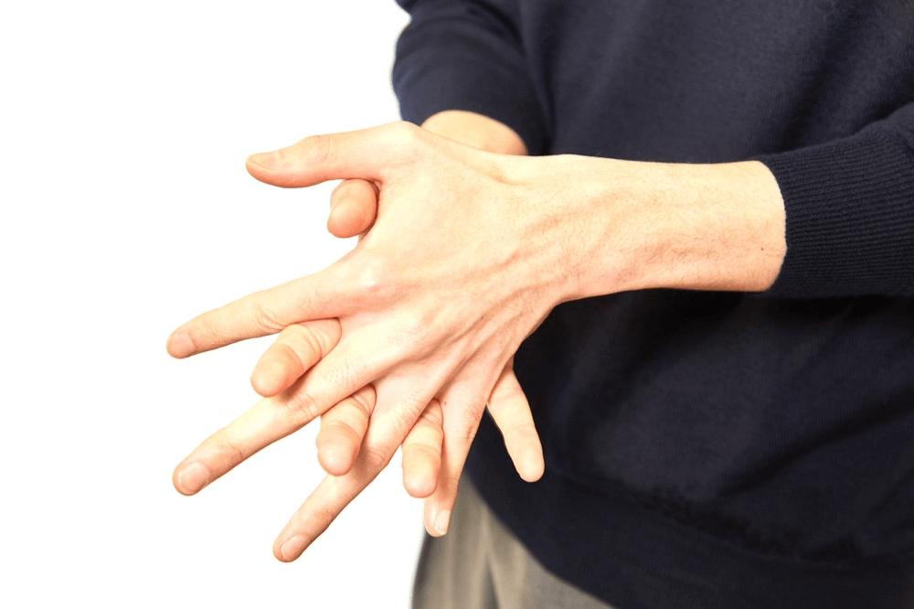 ワックスを手に取り付ける前に手のひらや指全体にのばす