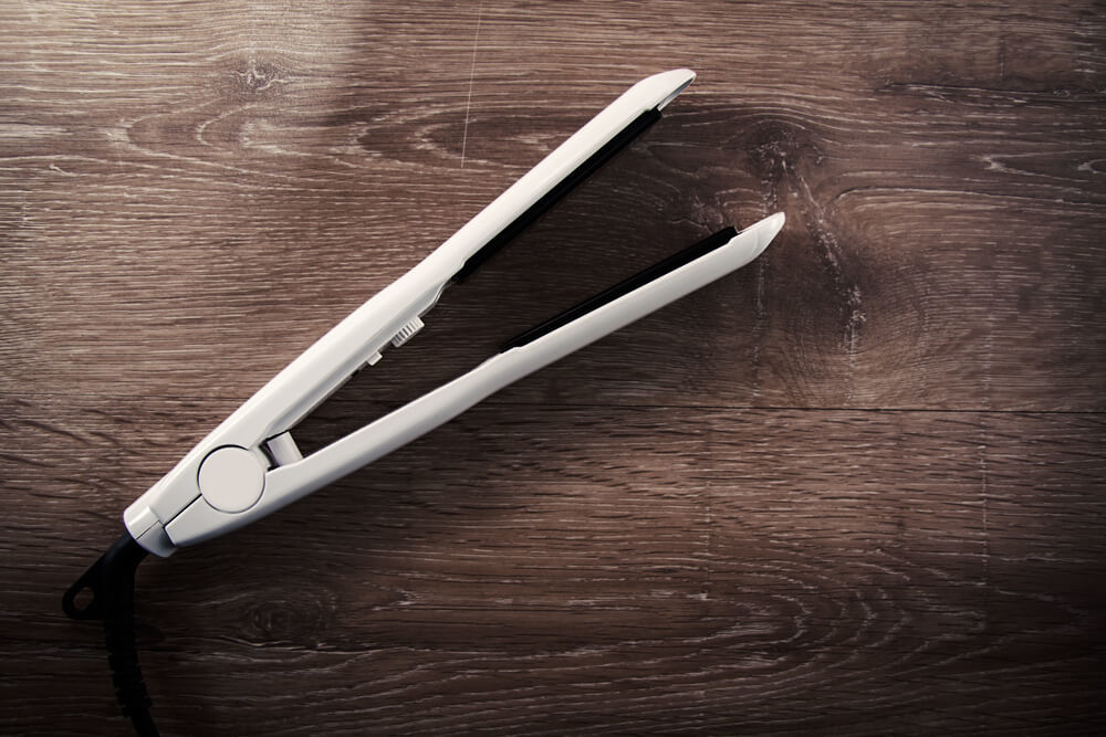 白いストレートヘアアイロン