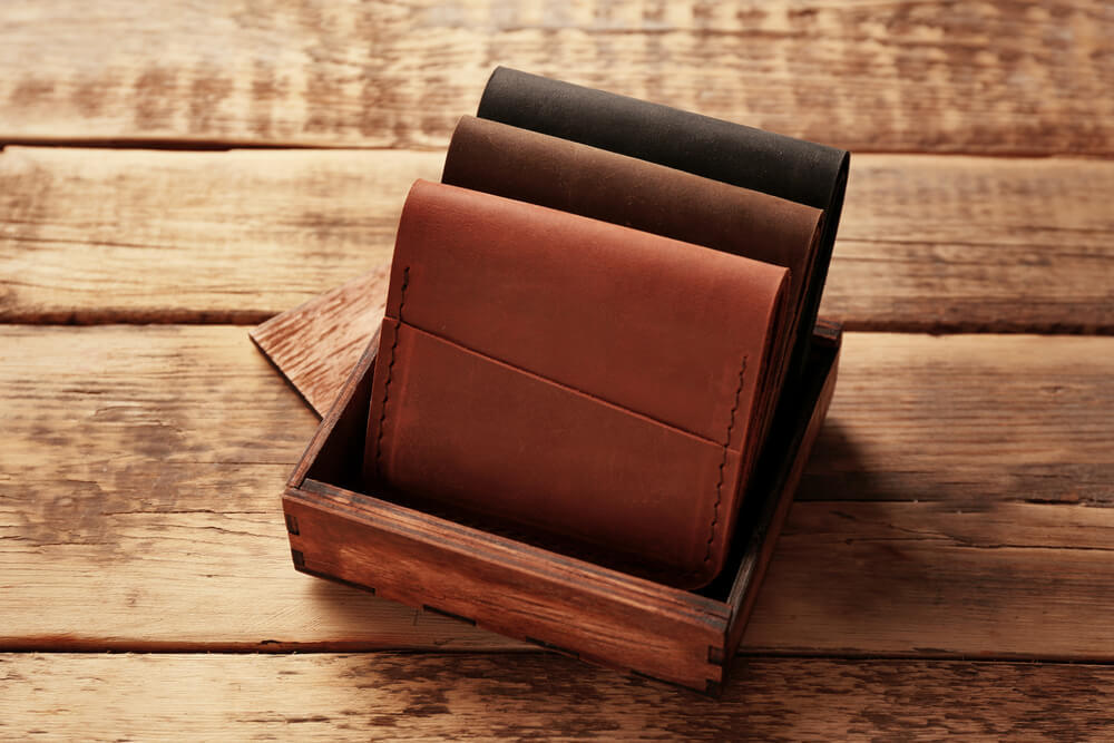 木の箱に入った財布