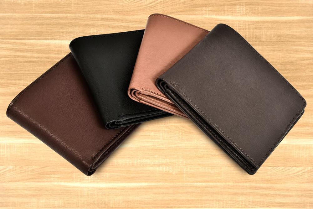 さまざまな色の財布