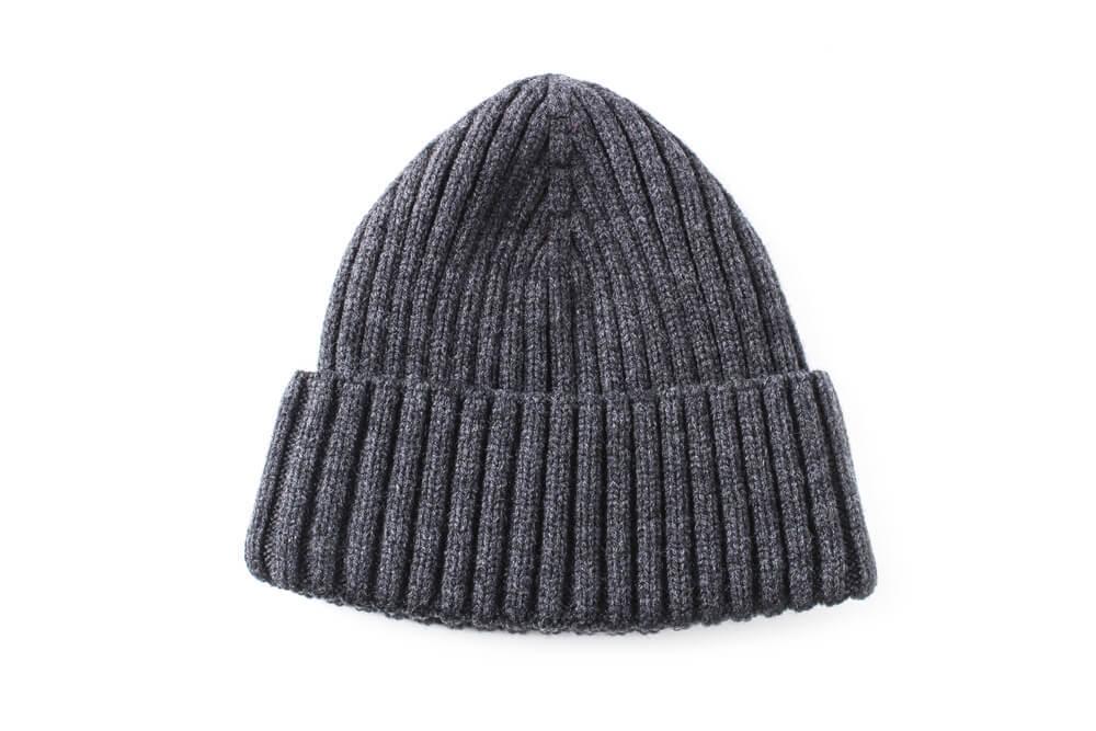 グレーのニット帽