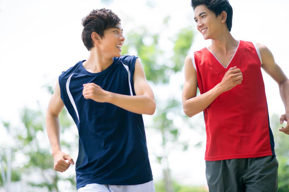 運動する男性