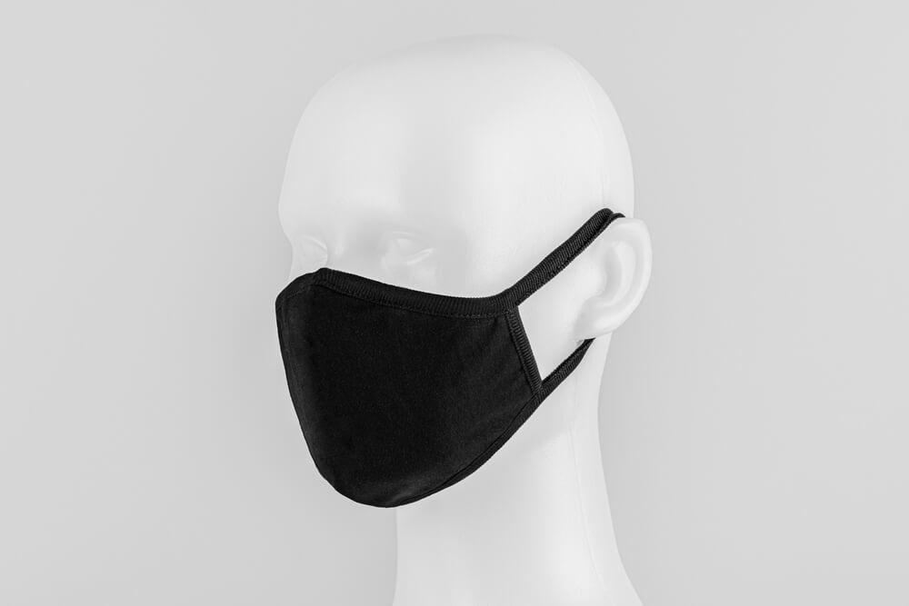 黒マスクをしたマネキン