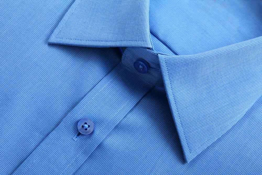 青色のシャツ