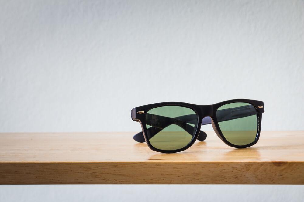 メンズのサングラス