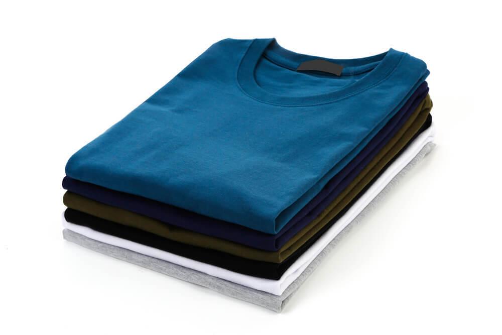 トレンドカラーのTシャツ