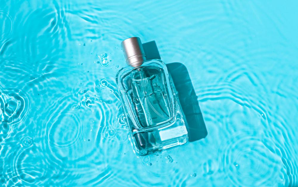 水上のフレグランス瓶