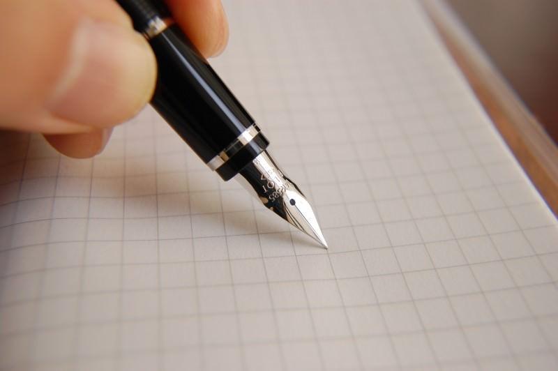 履歴書を書くときにおすすめのボールペン10個(油性・水性・万年筆)のサムネイル画像