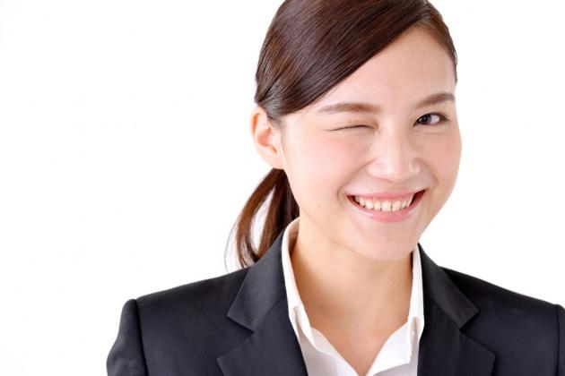就活面接の印象は前髪で決まる!女性が気をつけたいポイントと髪型の作り方のサムネイル画像