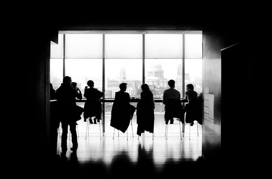 企業・会社選びの基準となる「軸」と具体例|大企業・中小企業のメリット・デメリットのサムネイル画像