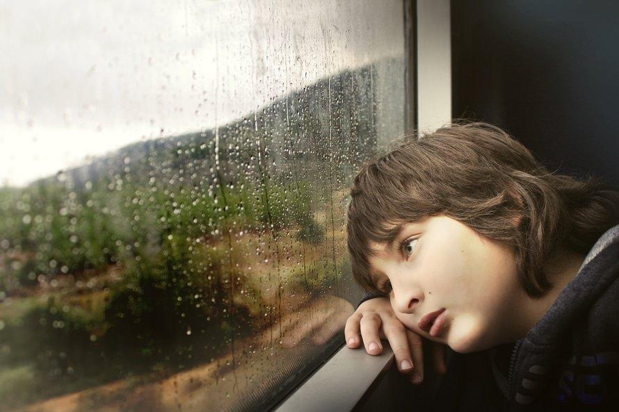 自虐的な人の行動・心理・自虐的な人との上手な付き合い方のサムネイル画像