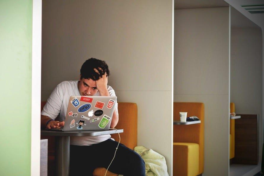 仕事からくる不安感の原因・解消法・ミスへの不安を和らげる方法のサムネイル画像