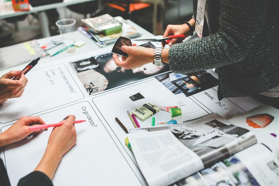 営業企画の仕事内容と役割・営業企画が行う提案やマーケティング事例のサムネイル画像