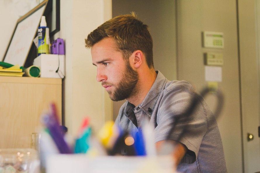 【男女別】営業職のおすすめの髪型とおすすめのセット方法のサムネイル画像
