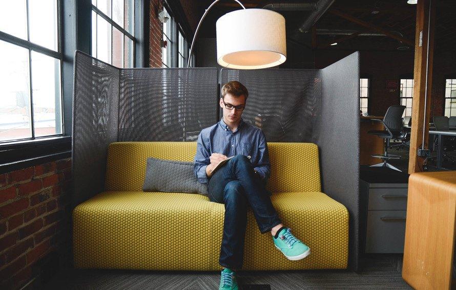 会社を休みたいときの理由・休む際の連絡方法・電話での報告の仕方のサムネイル画像