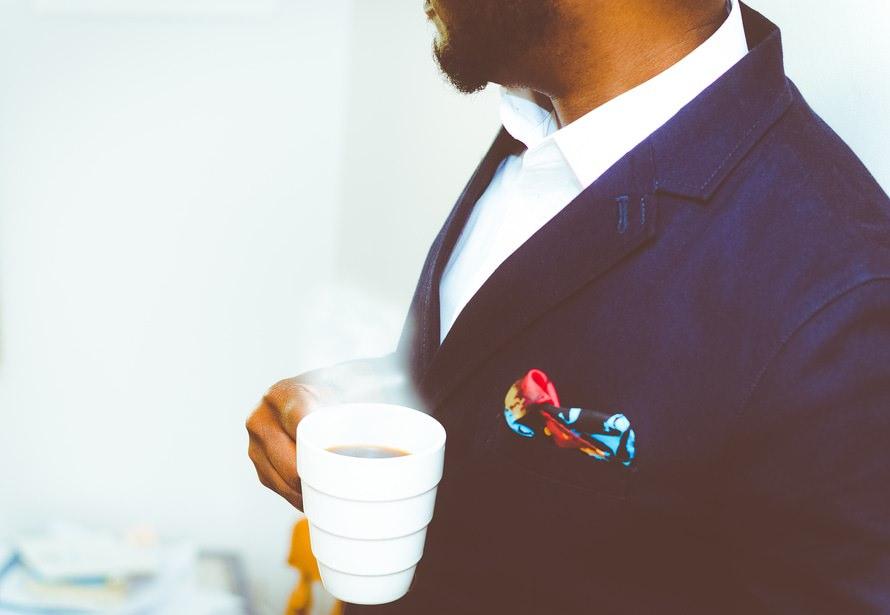 【男女別】別営業職のスーツの着こなし術・何着持つのがベスト?のサムネイル画像