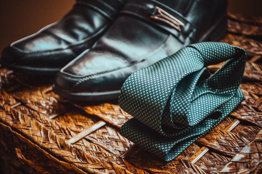 一般的な「ネクタイ」の長さ・身長に合わせた調節方法のサムネイル画像