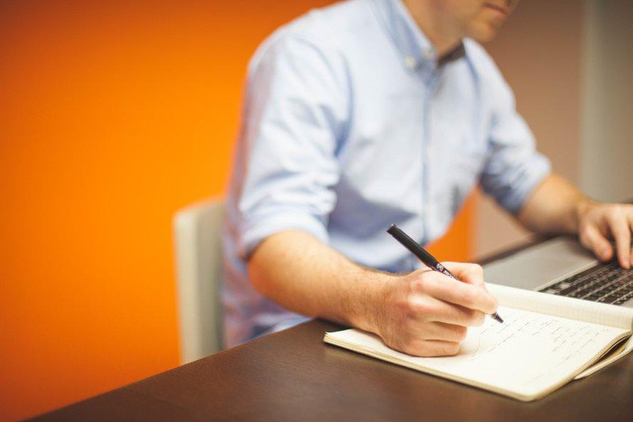 確定申告に必要な領収書のまとめ方|領収書とレシートの扱い・保管のサムネイル画像