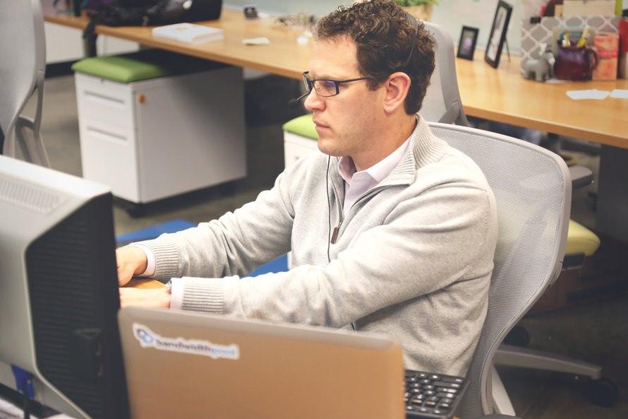 経理職への転職理由と志望動機例・未経験/資格なし/新卒で転職可能?のサムネイル画像