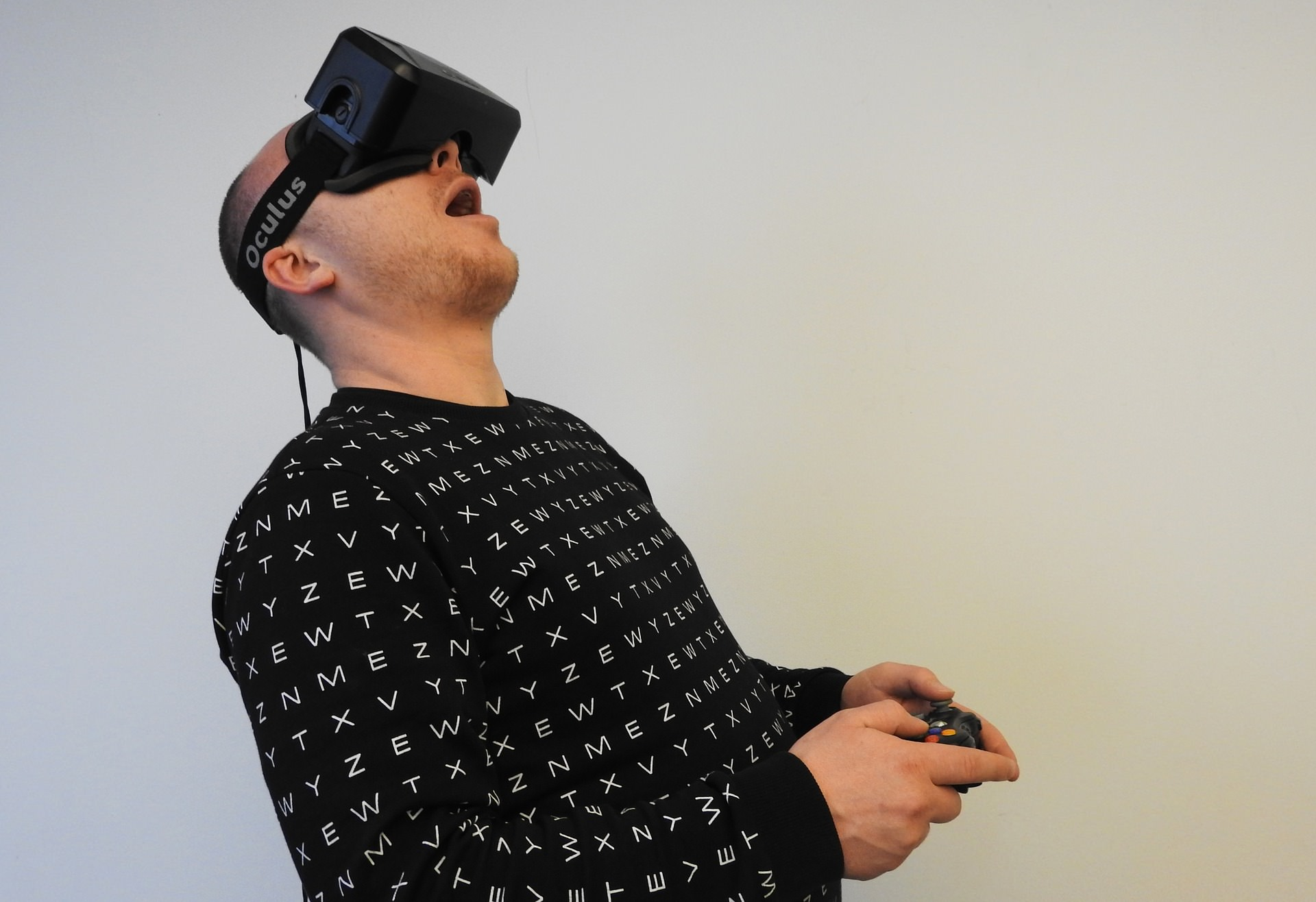 VR開発の手順と流れ(開発費や開発言語)・個人でも開発可能?のサムネイル画像