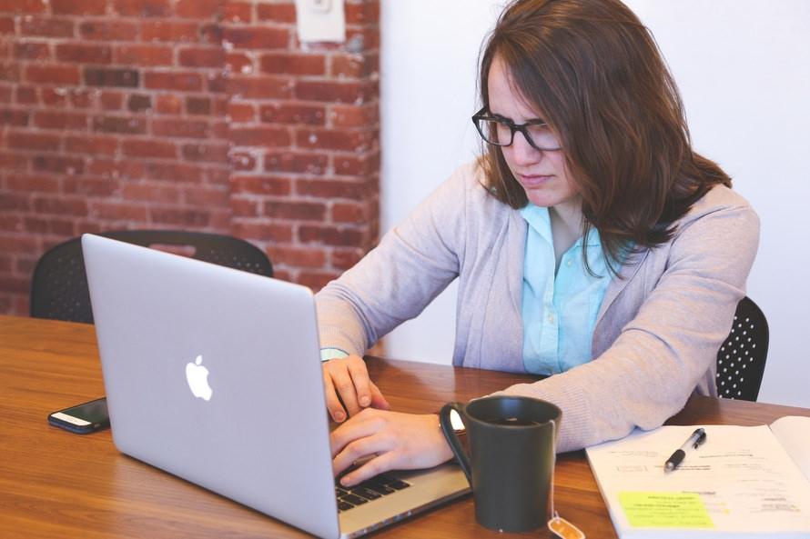 事務職への転職理由と志望動機例・未経験/無資格/新卒でも転職可?のサムネイル画像