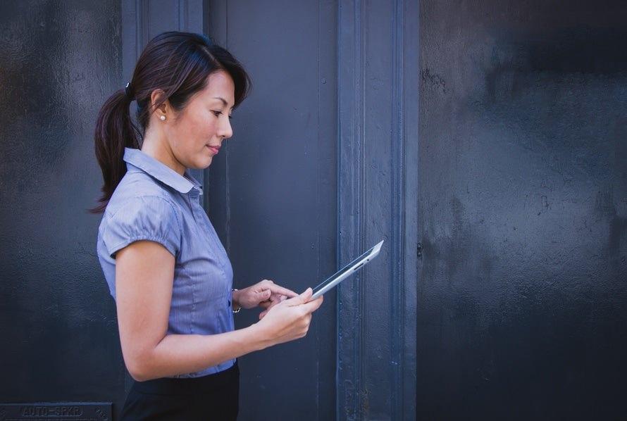 新入社員の自己紹介のコツと例文|社内報・メール・挨拶のサムネイル画像