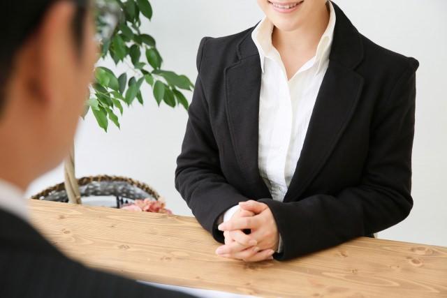 【年代別】レディースビジネススーツの着こなし方とおすすめブランドのサムネイル画像