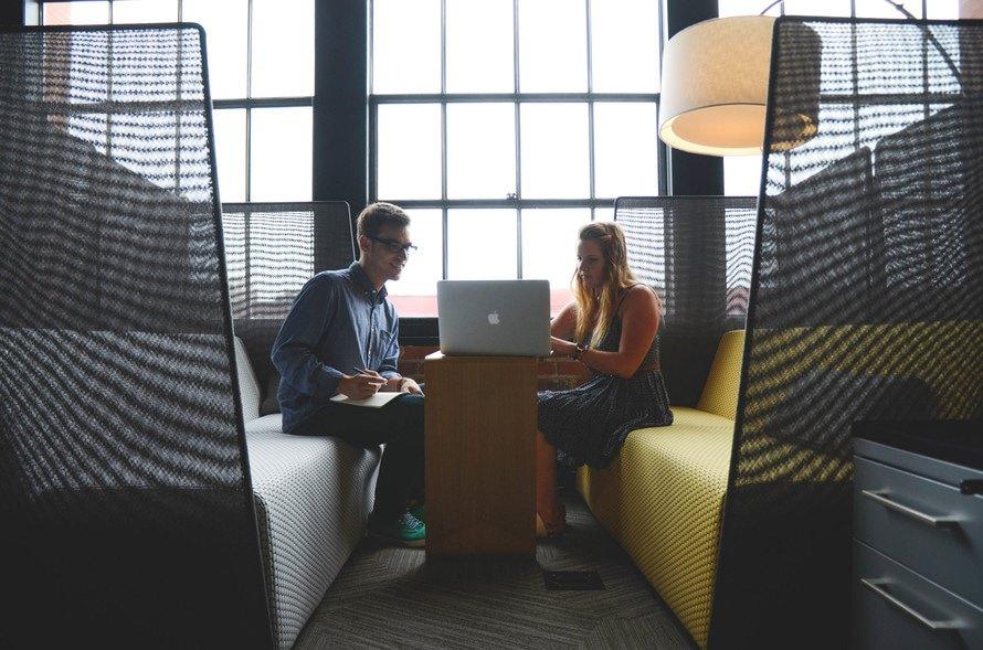 会話力とは?鍛える方法と上達のコツ|会話力向上におすすめの本のサムネイル画像