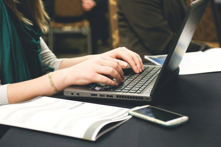 タイピング検定の練習・資格取得方法|テンキーの使い方のコツのサムネイル画像