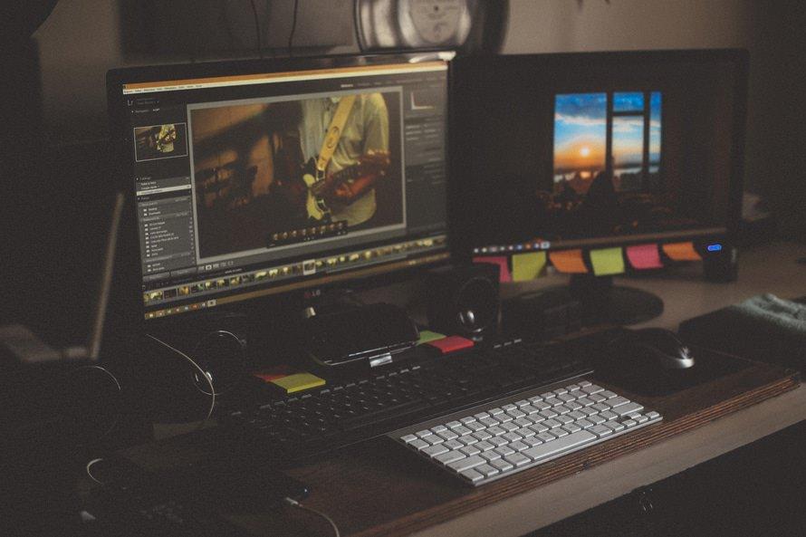 編集者の種類別の仕事内容と仕事の流れ|なるのに必要なことのサムネイル画像
