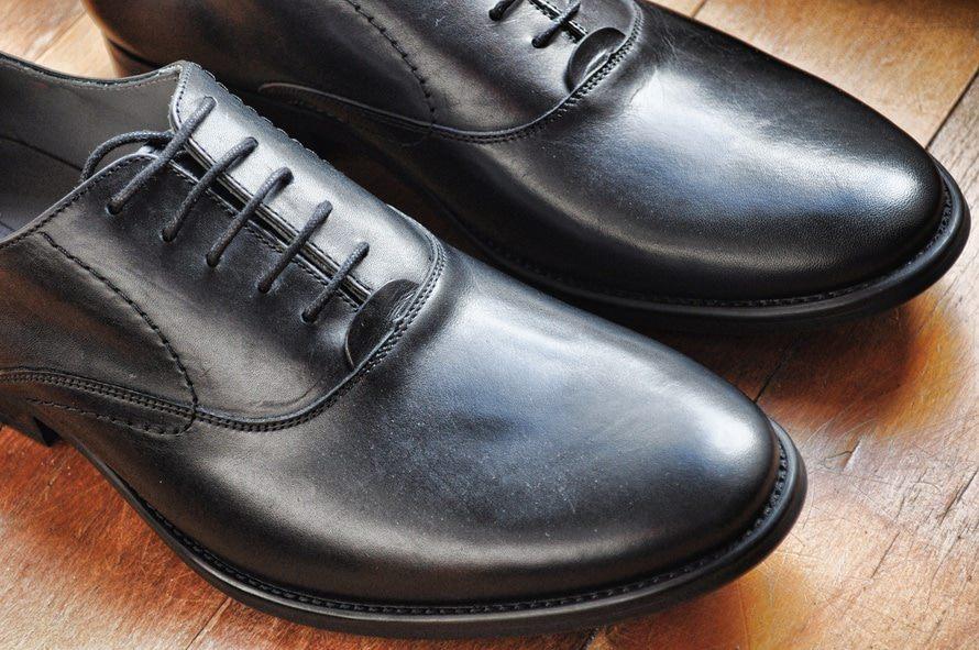 【転職】面接官の印象を良くする「スーツ」例(色は?ボタンは?ストライプはあり?など)のサムネイル画像