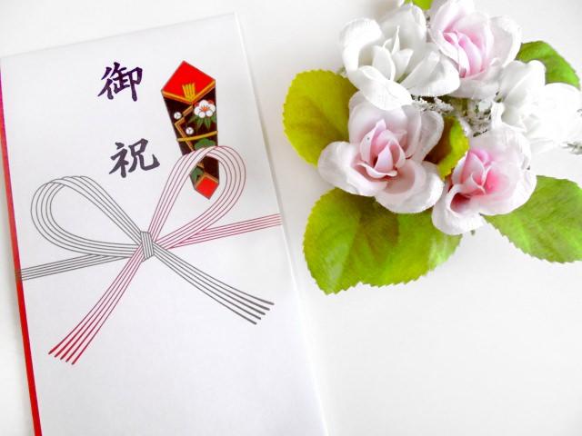 のし袋の書き方と種類|結婚・出産の際の書き方・表書き/連名のサムネイル画像