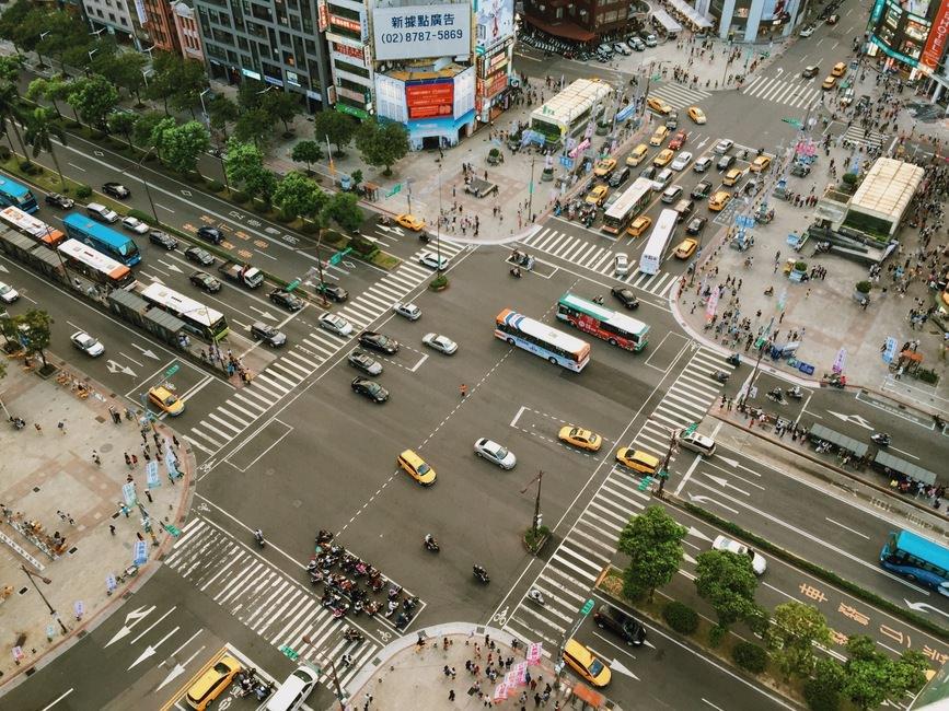 トラック運転手の平均年収の推移|長距離運転の場合700万は可能?のサムネイル画像