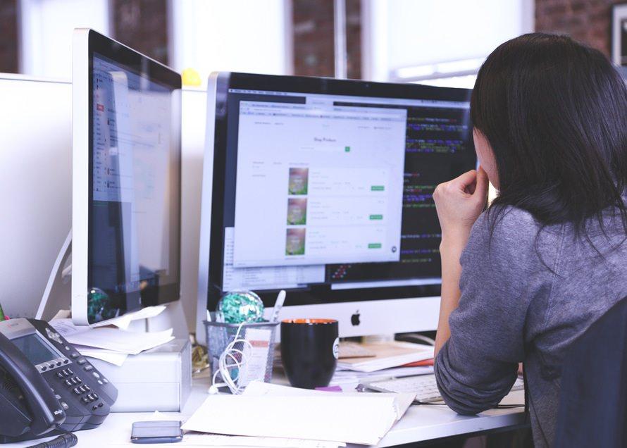 webクリエイターになるには?|給料や年収・仕事内容・資格は必要?のサムネイル画像