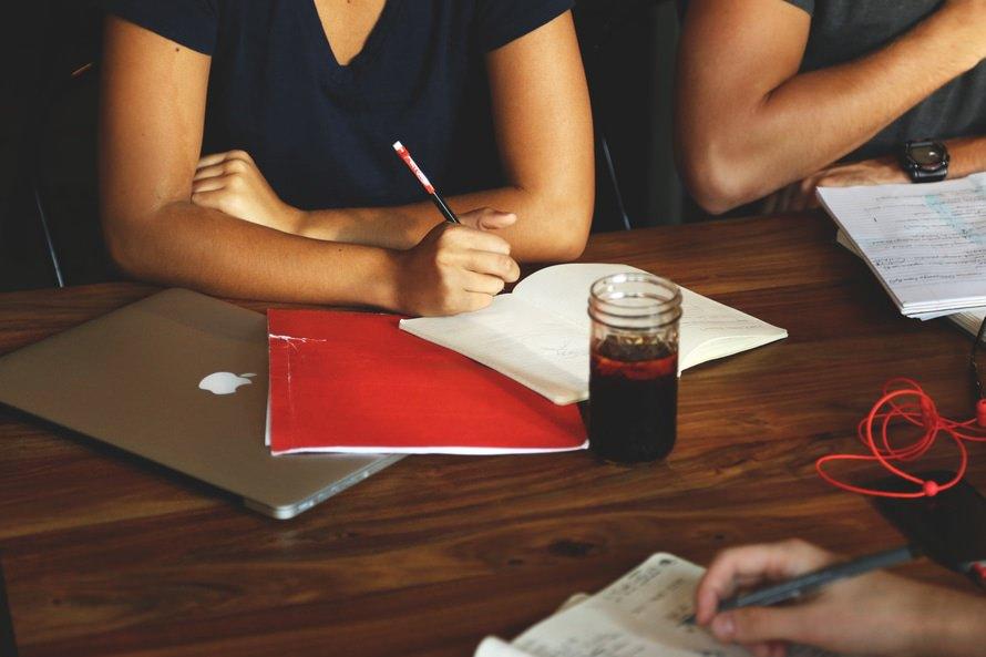 【職務経歴書】手書きのメリット・最適な用紙、書き方と例のサムネイル画像