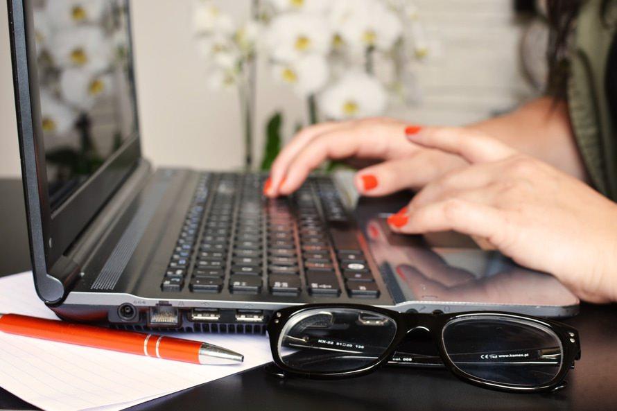 メールの書き方(件名の書き方、書き出し方、結び・締め方)+文例のサムネイル画像