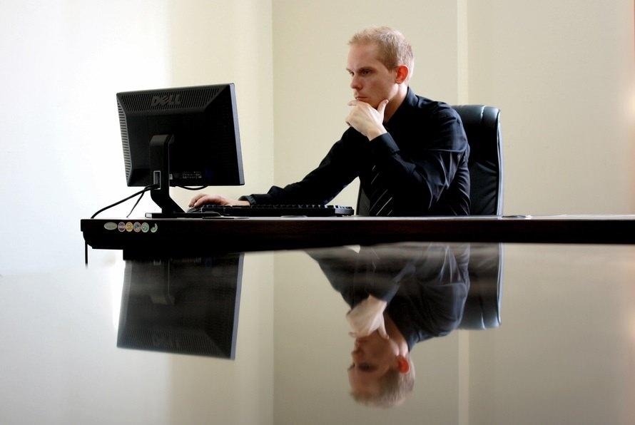法務部の仕事内容・法務部で役立つ資格 転職はしやすいの?のサムネイル画像
