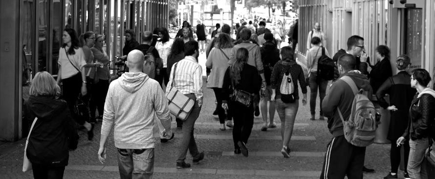 人付き合いが苦手な人の原因と対処法|おすすめの仕事と付合いのコツのサムネイル画像