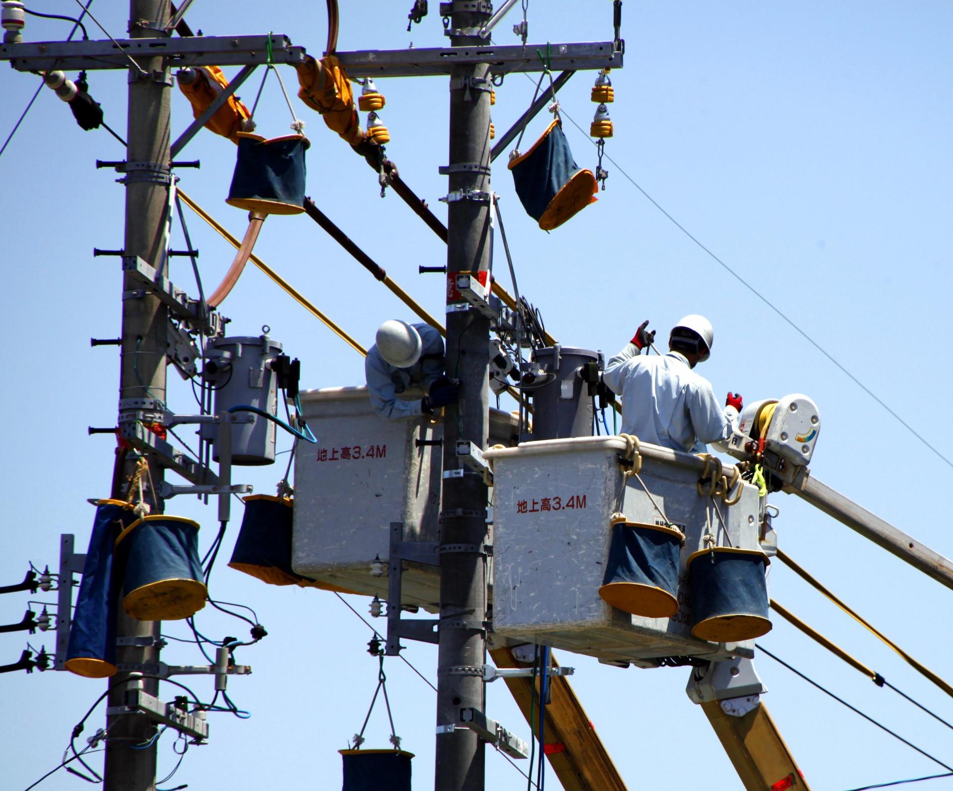 電気工事士と施工管理士の違い|電気工事士の年収と仕事内容は?のサムネイル画像