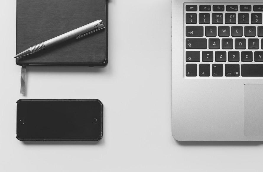パソコンインストラクターの年収と仕事内容|志望動機はどう書く?のサムネイル画像