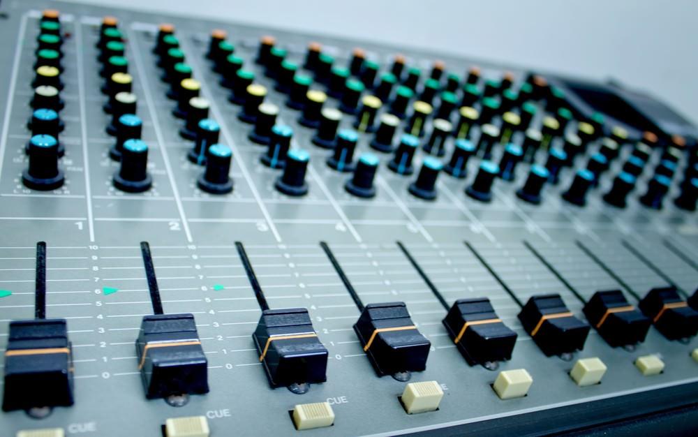 音楽プロデューサーの仕事内容|音楽プロデューサーになる方法のサムネイル画像