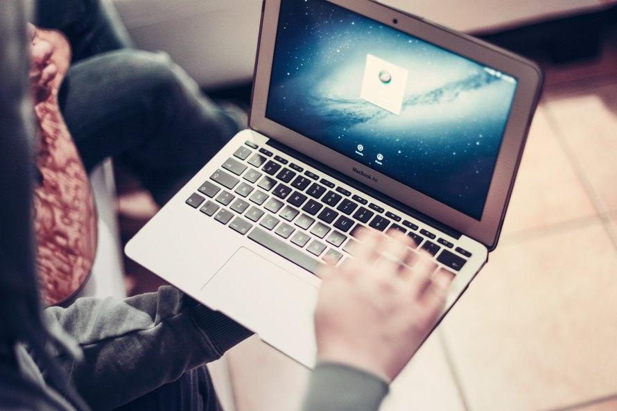 データベースエンジニアの年収と仕事内容|転職や必要な資格は?のサムネイル画像