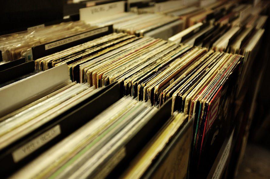 スタジオミュージシャンの年収と仕事内容|なるにはどうする?のサムネイル画像