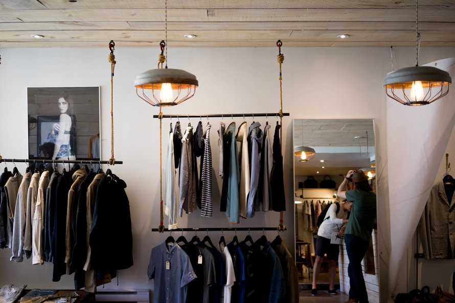 気温22度に快適な服装|春や秋におすすめのジャケットのサムネイル画像